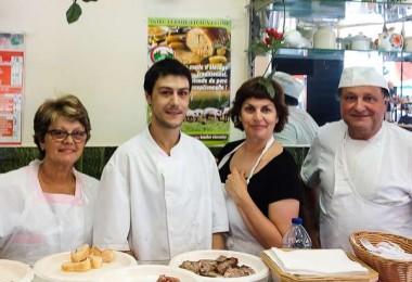 repas-nomade-dans-le-marche-noailles-les-5-continents-avec-une-comedienne
