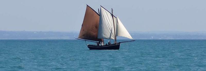 decouverte-du-patrimoine-breton-a-bord-d-un-voilier-greement